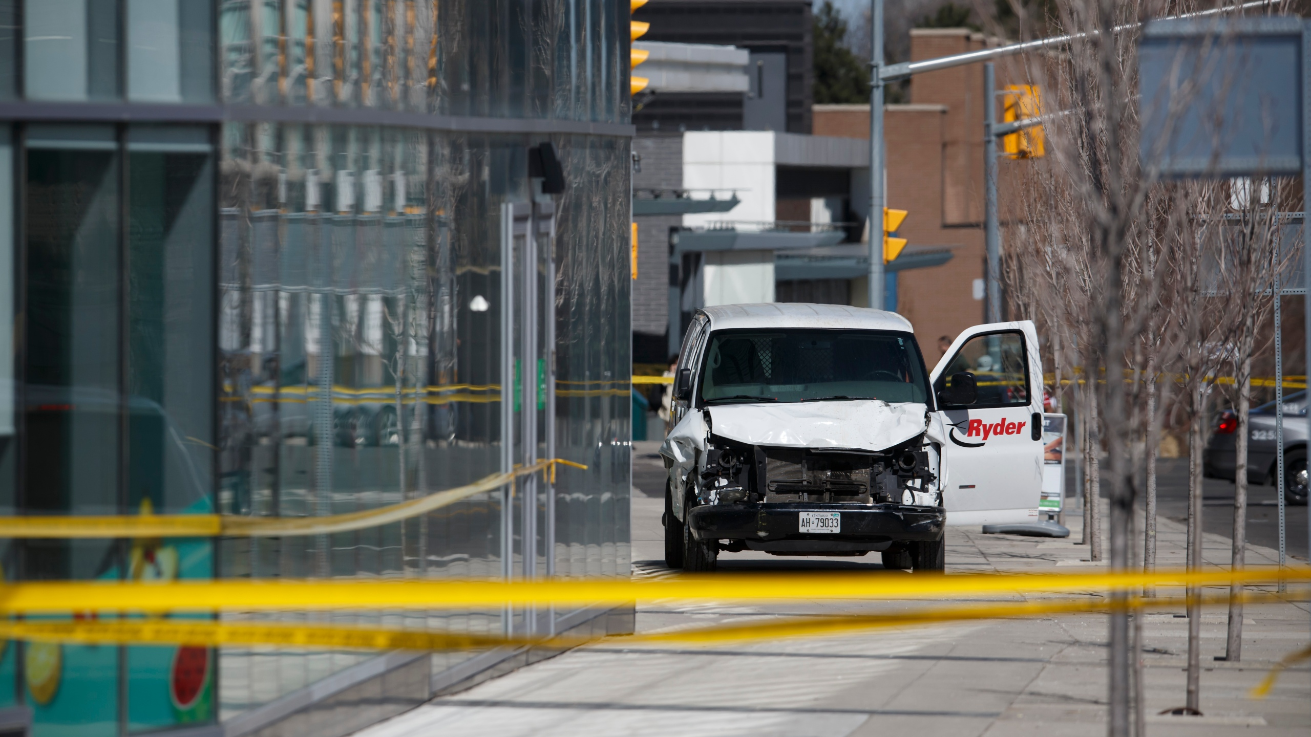 Police inspect a van suspected of mowing down pedestrians in Toronto, Ontario, Canada, on April 23, 2018. (Credit: Cole Burston/Getty Images)