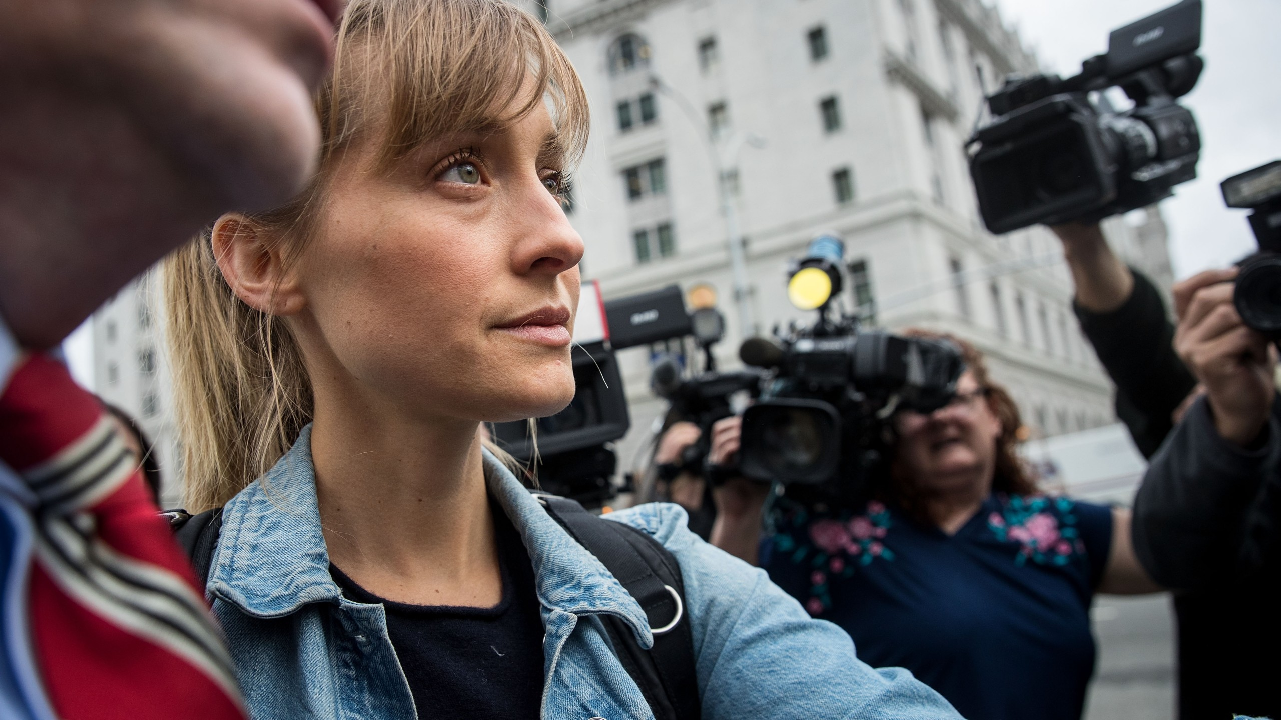 Actress Allison Mack leaves U.S. District Court for the Eastern District of New York after a bail hearing, April 24, 2018, in Brooklyn. (Credit: Drew Angerer / Getty Images)