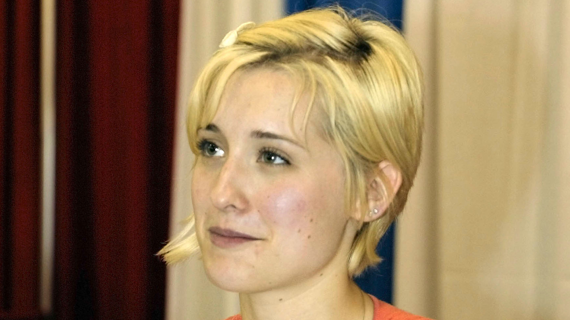 Allison Mack, star of 'Smallville,' signs autographs at the Wizard World East's second annual pop-culture expo at the Pennsylvania Convention Center June 1, 2003, in Philadelphia, Penn. (Credit: Don Murray/Getty Images)