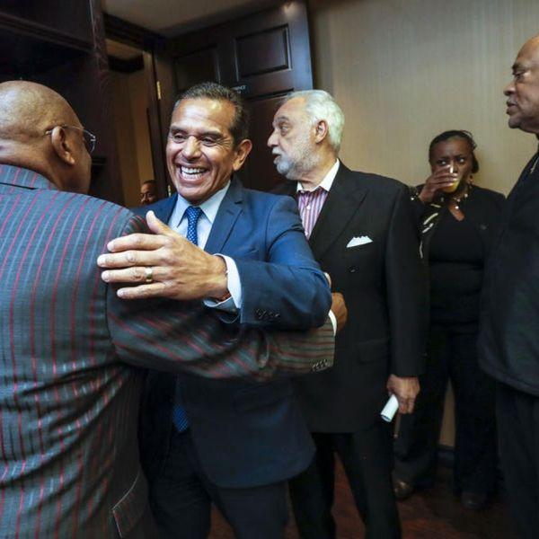 Former Los Angeles Mayor Antonio Villaraigosa meets African American leaders at the Los Angeles Sentinel on May 3, 2018. (Credit: Irfan Khan / Los Angeles Times)