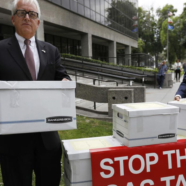 Gubernatorial candidate John Cox, left, and Assembly candidate Bill Essayli load boxes of signatures for the gas tax repeal initiative. (Credit: Francine Orr / Los Angeles Times)