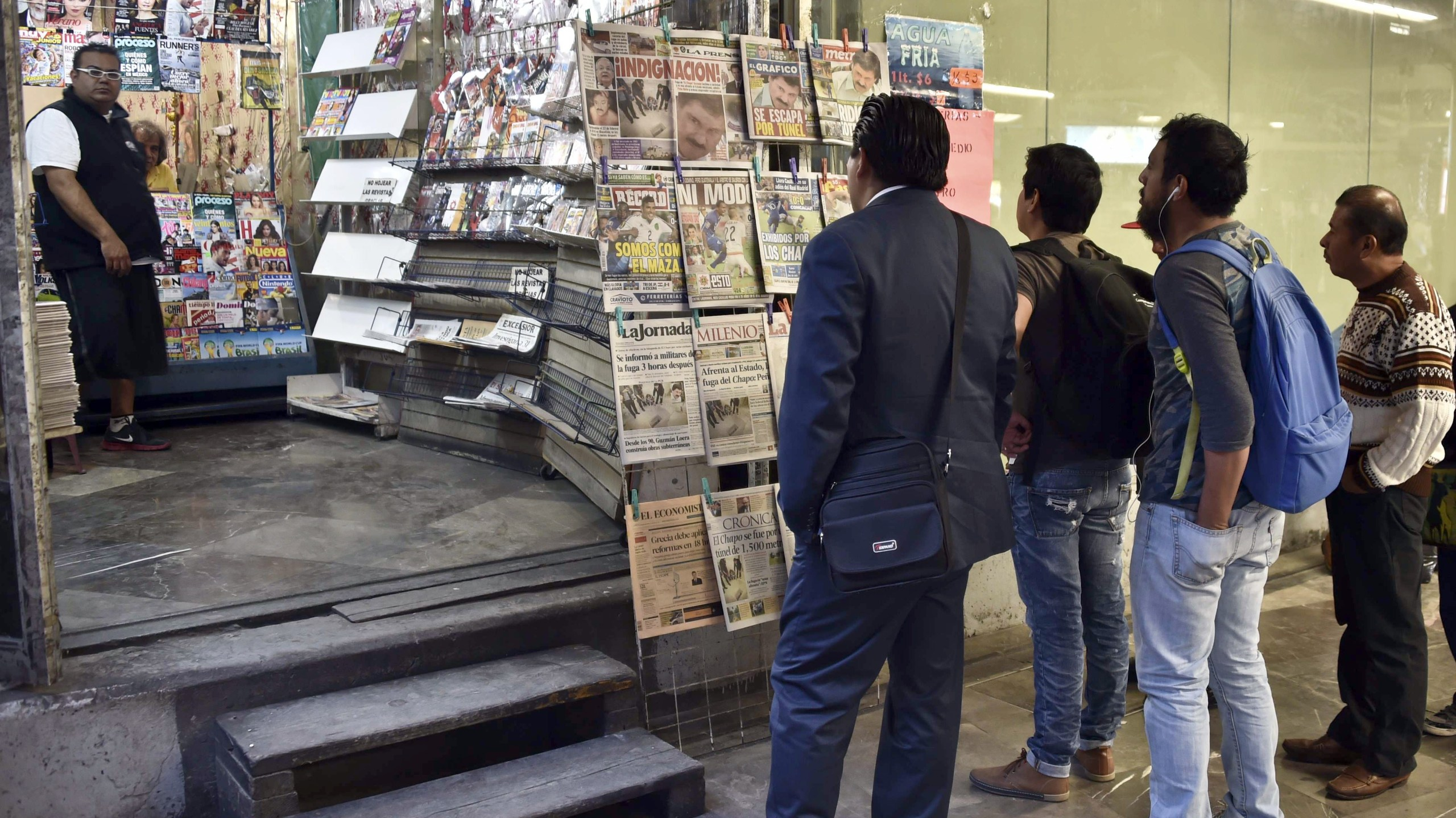 People look at newspapers at a newsstand in Mexico City on July 13, 2015. (Credit: YURI CORTEZ/AFP/Getty Images)