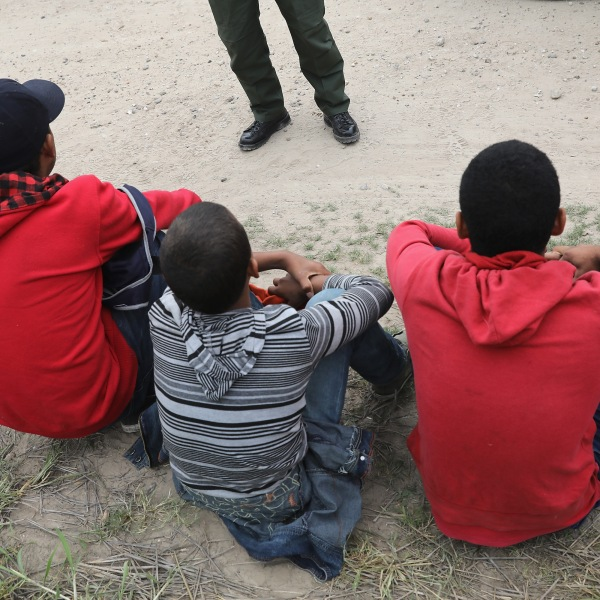 Border Patrol agents take Central American immigrants into custody on Jan. 4, 2017, near McAllen, Texas. (Credit: John Moore / Getty Images)
