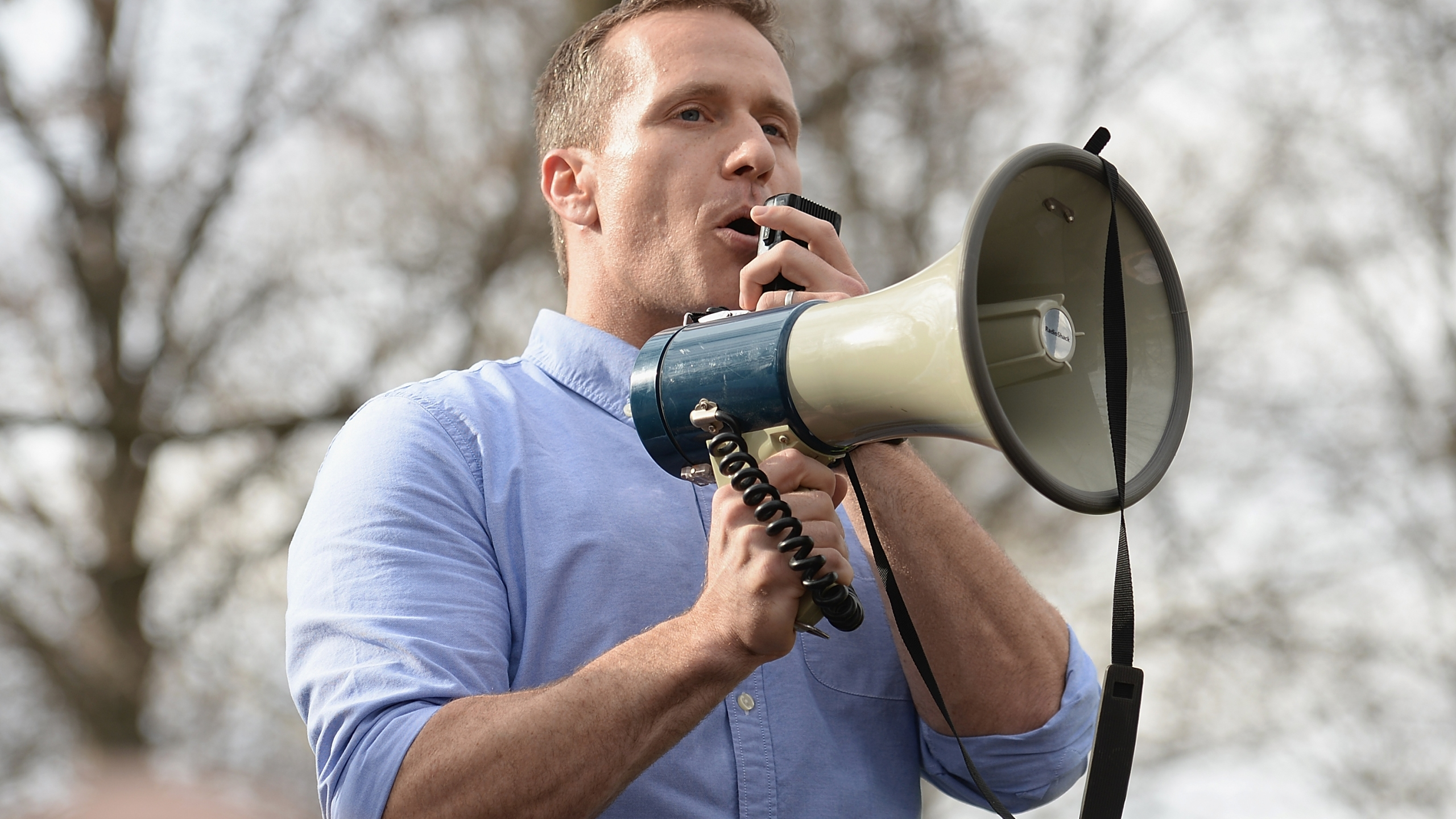 Missouri Governor Eric Greitens addresses the crowd at Chesed Shel Emeth Cemetery on February 22, 2017 in University City, Missouri. (Credit: Michael Thomas/ Getty Images)