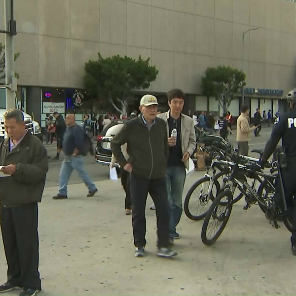 A rally against a proposed Mid-Wilshire homeless shelter on May 19, 2018, in Los Angeles. (Credit: KTLA)