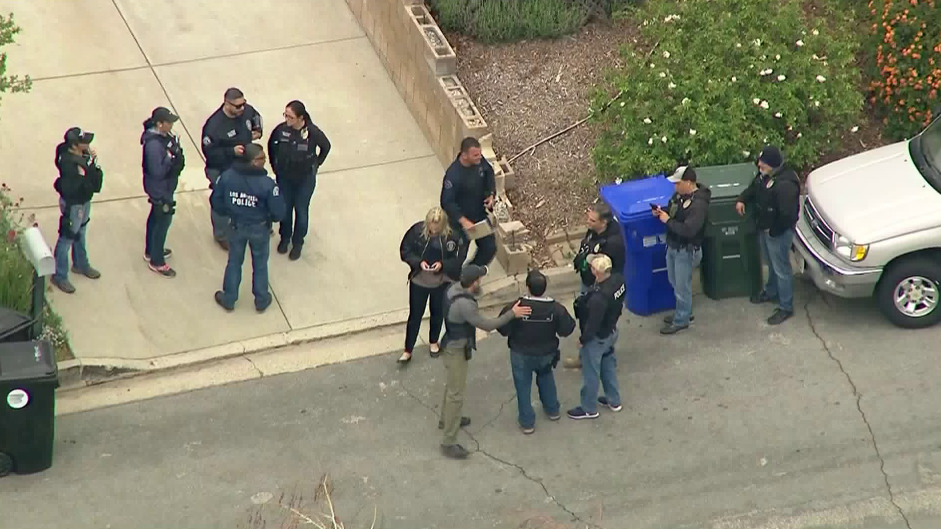 Officials respond to a barricaded situation in La Crescenta on May 2, 2018. (Credit: KTLA)
