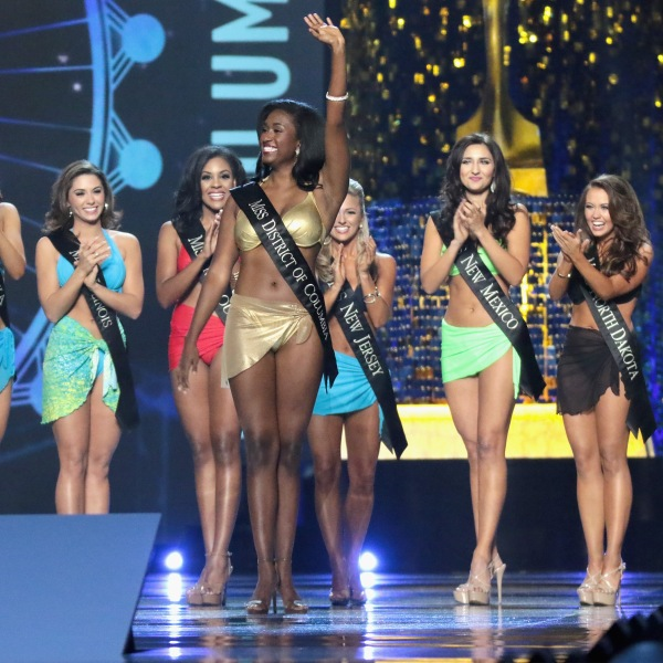 Miss District of Columbia 2017 Briana Kinsey participates in Swimsuit challenge during the 2018 Miss America Competition Show at Boardwalk Hall Arena on September 10, 2017 in Atlantic City, New Jersey. (Credit: Donald Kravitz/Getty Images for Dick Clark Productions)
