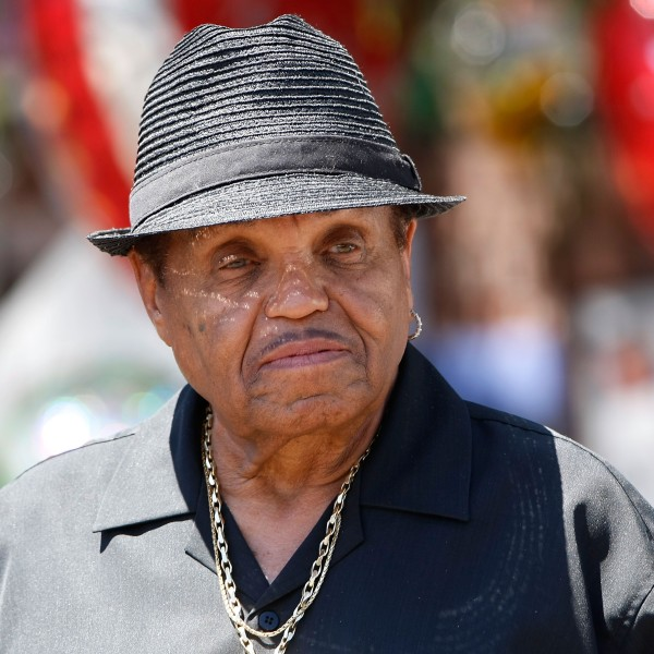 Joe Jackson speaks with the media in front of the Jackson compound on June 29, 2009 in Encino. (Credit: Michael Buckner/Getty Images)