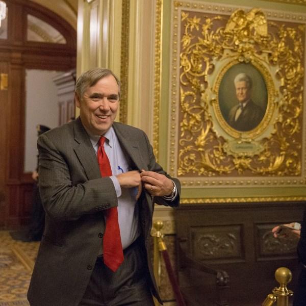 Senator Jeff Merkley, D-Oregon, walks to a Democratic Caucus meeting at the US Capitol on January 19, 2018, in Washington, D.C. (Credit: Tasos Katopodis/Getty Images)