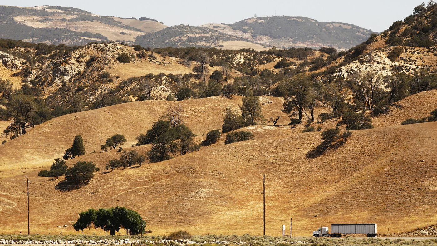 Land along California 138 near the 5 Freeway could be surrounded by development for the proposed Centennial project on Tejon Ranch, a 270,000-acre private property. (Credit: Al Seib / Los Angeles Times)