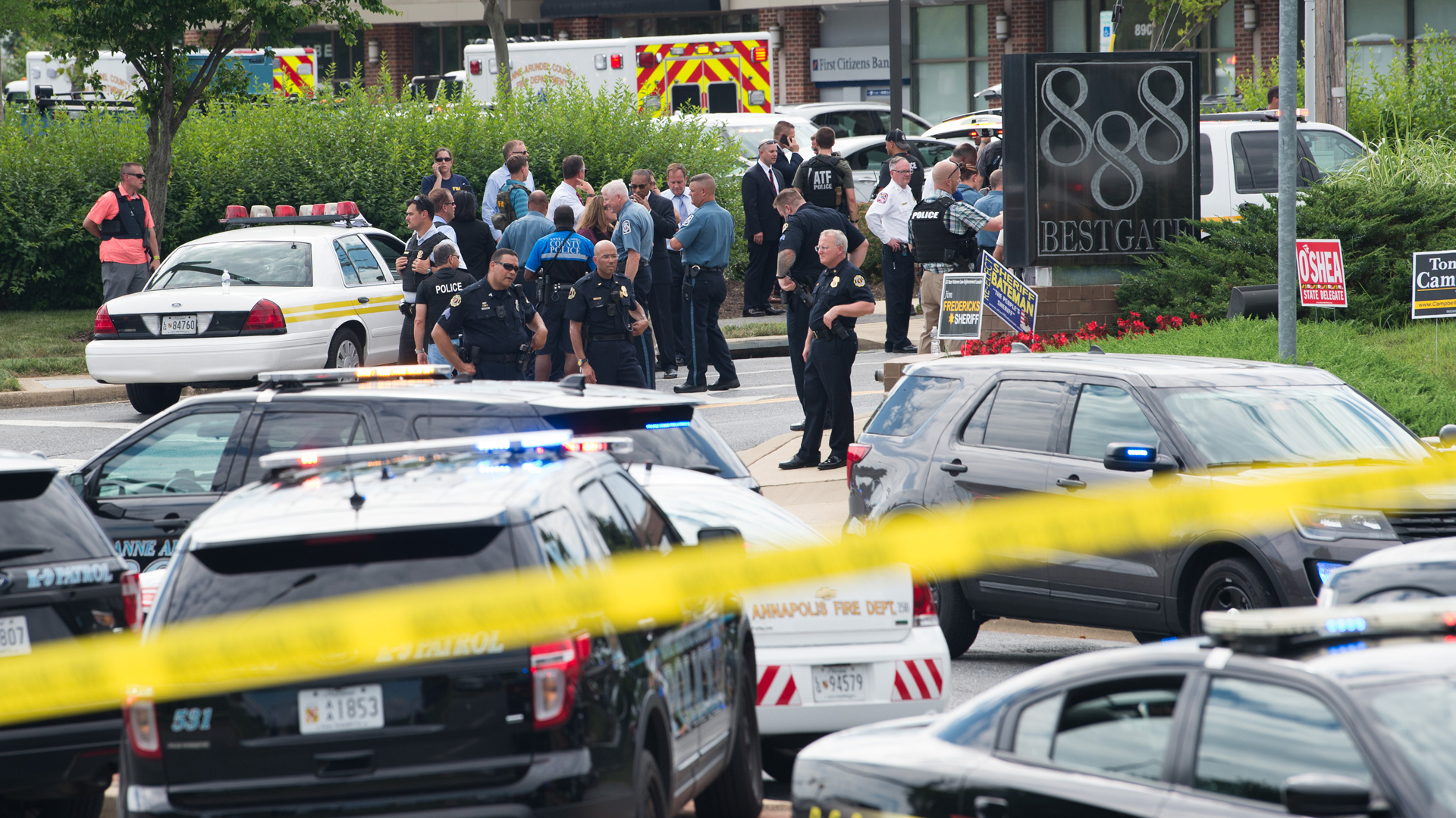 Police respond to a shooting at the offices of the Capital Gazette, a daily newspaper, in Annapolis, Maryland. (Credit: SAUL LOEB/AFP/Getty Images)