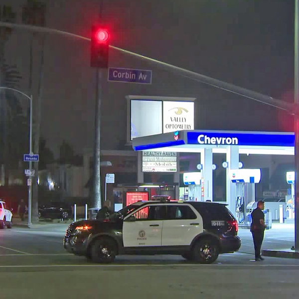 Los Angeles police search for a stolen vehicle driver who fled in Winnetka on June 5, 2018. (Credit: KTLA)