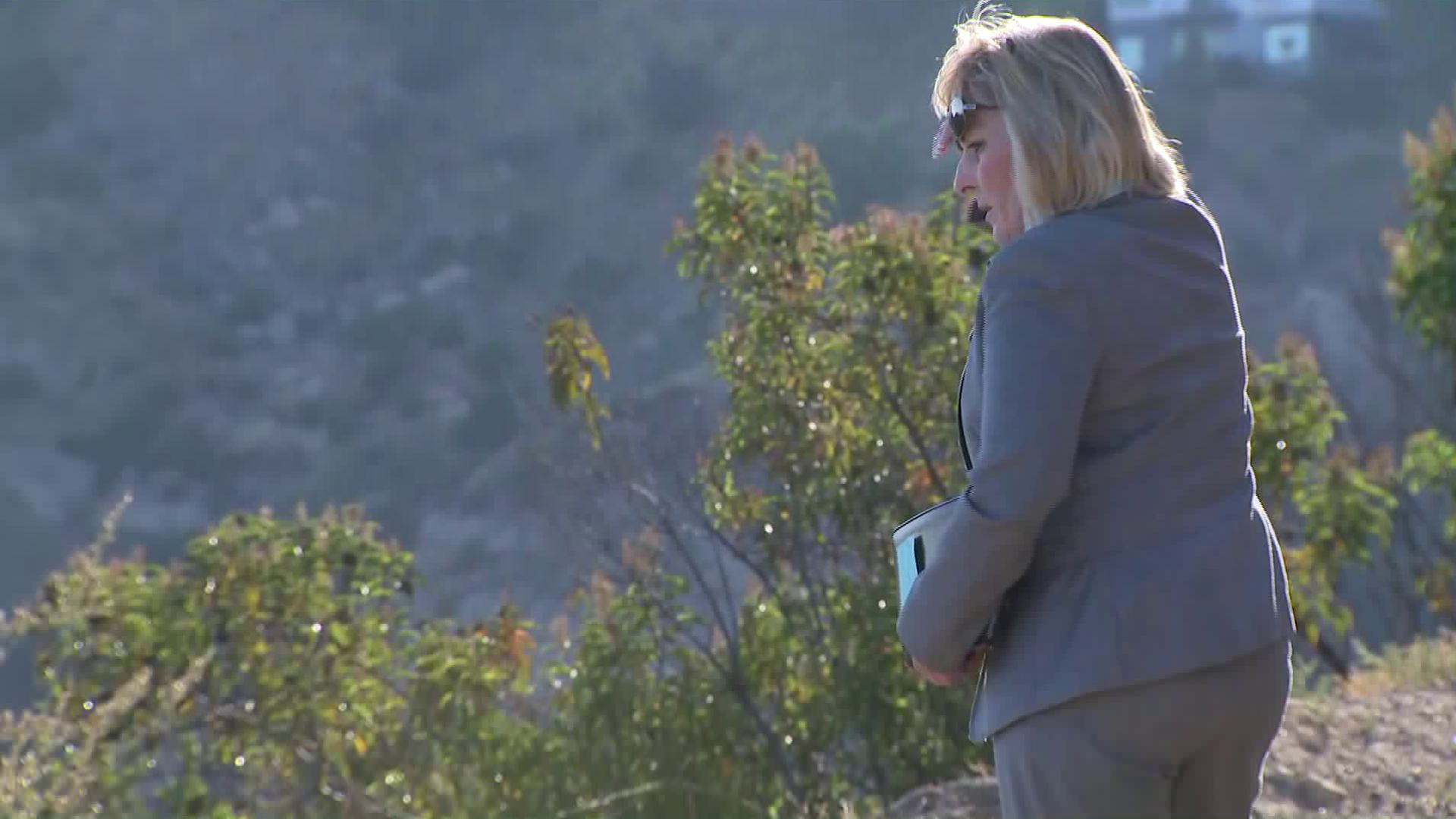 An investigator responds to the scene where a body was found off the side of a ride in the Santa Monica Mountains, above Malibu, on July 27, 2018. (Credit: KTLA)