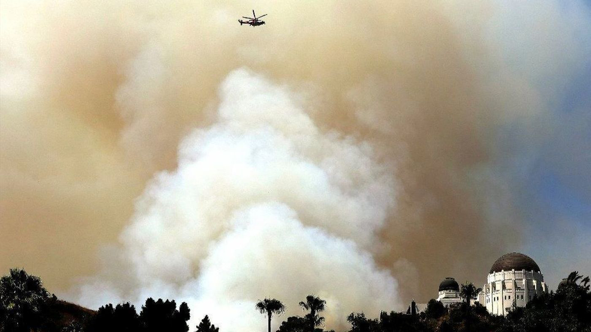 Smoke billows from a brush fire in Griffith Park near Griffith Observatory on July 10, 2018. (Credit: Christina House / Los Angeles Times)