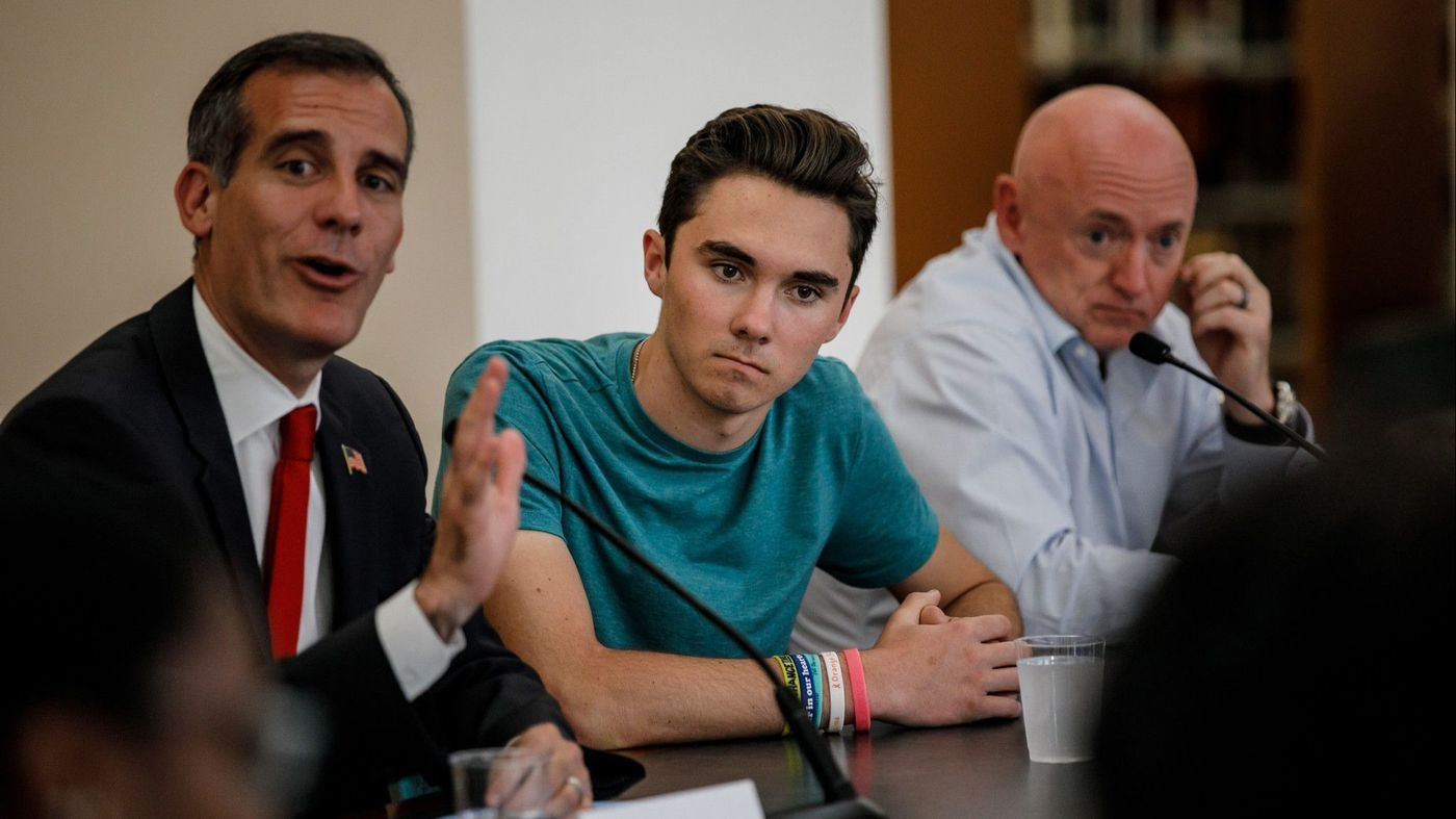 David Hogg, center, listens to Los Angeles Mayor Eric Garcetti, left, during a round table in Los Angeles on July 19, 2018. On the right is retired astronaut and gun-control activist Mark Kelly. (Credit: Marcus Yam / Los Angeles Times)