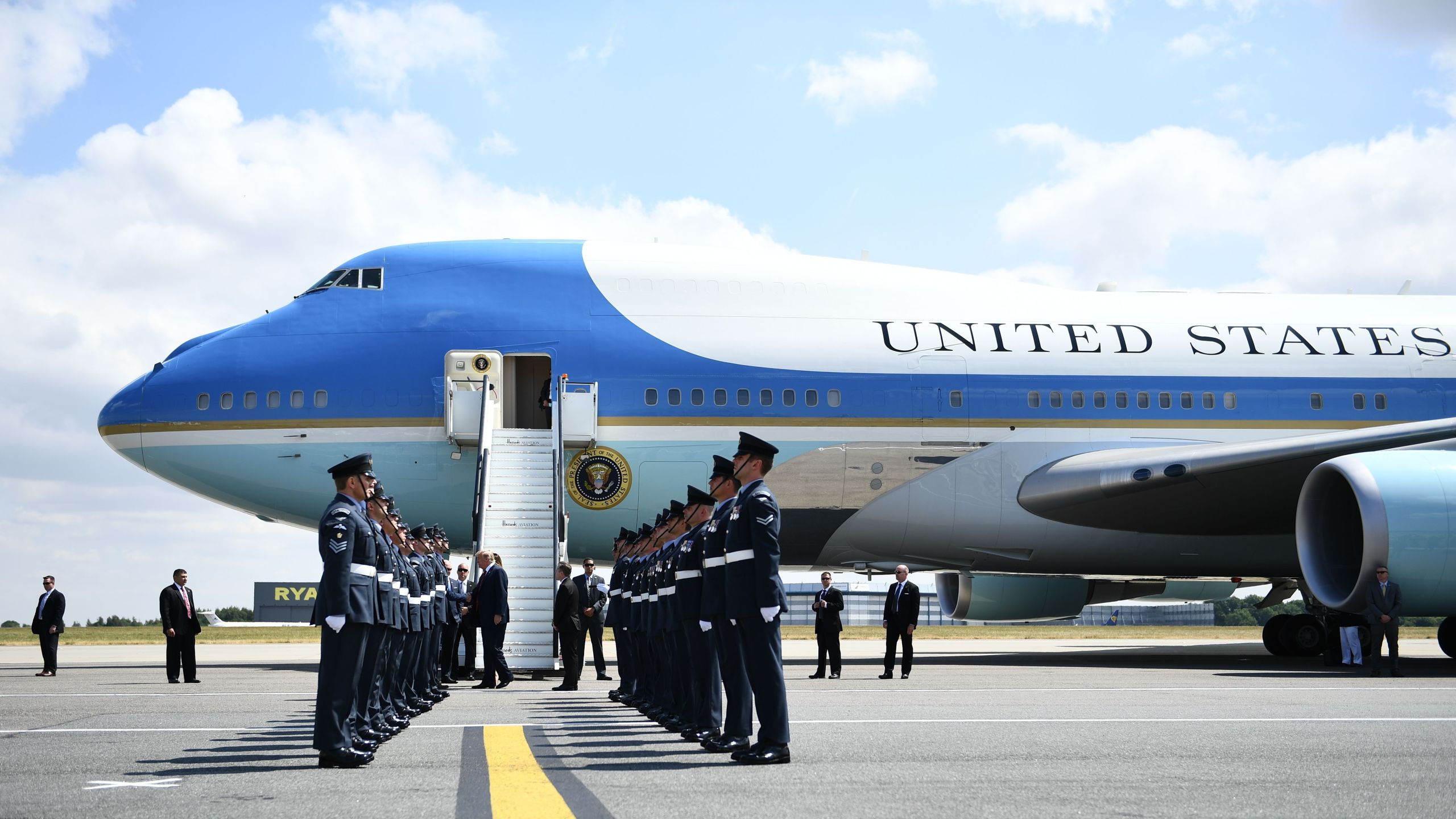 The Next Air Force One Could Be Red White And Blue Ktla