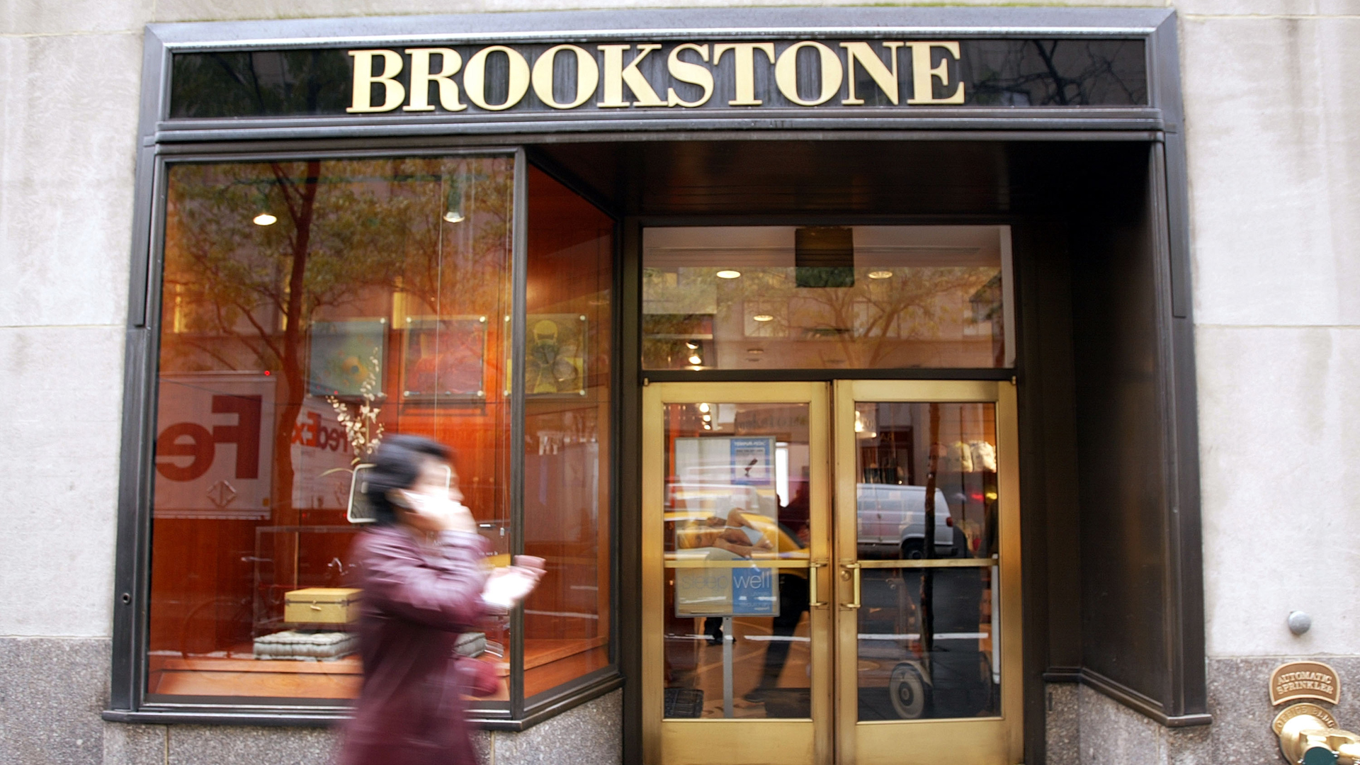 A Brookstone store is seen at Rockefeller Center October 29, 2003 in New York City. (Credit: Mario Tama/Getty Images)
