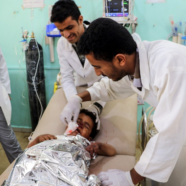 Medics treat a Yemeni child who was injured in a reproted air strike at an emergency clinic in the Iran-backed Huthi rebels' stronghold province of Saada on August 8, 2018. (Credit: STRINGER/AFP/Getty Images)