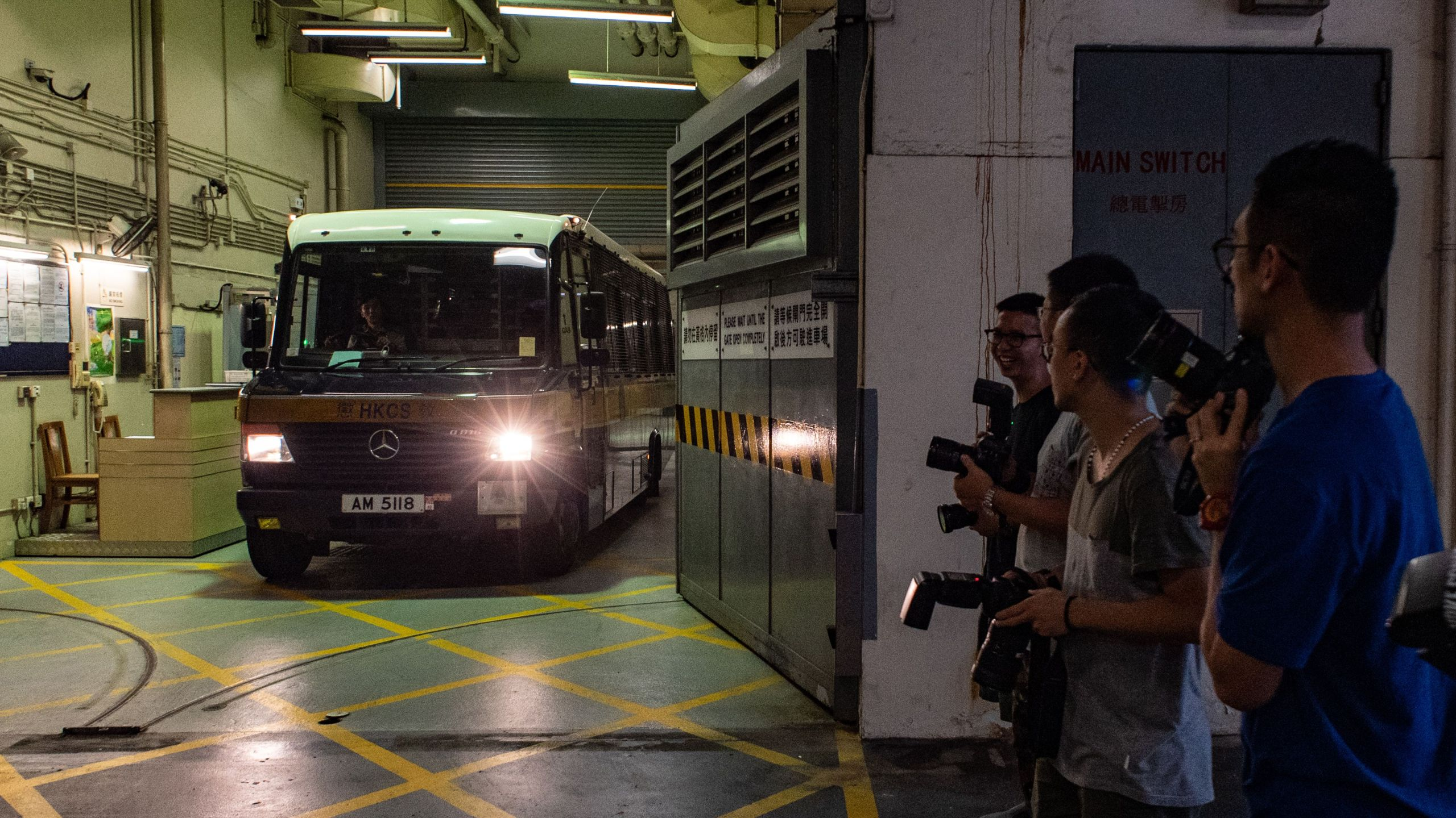 A prison van transporting Malaysian national Khaw Kim-sun, 53, who is accused of killing his wife and daughter, leaves the High Court in Hong Kong on August 23, 2018. (Credit: PHILIP FONG/AFP/Getty Images)