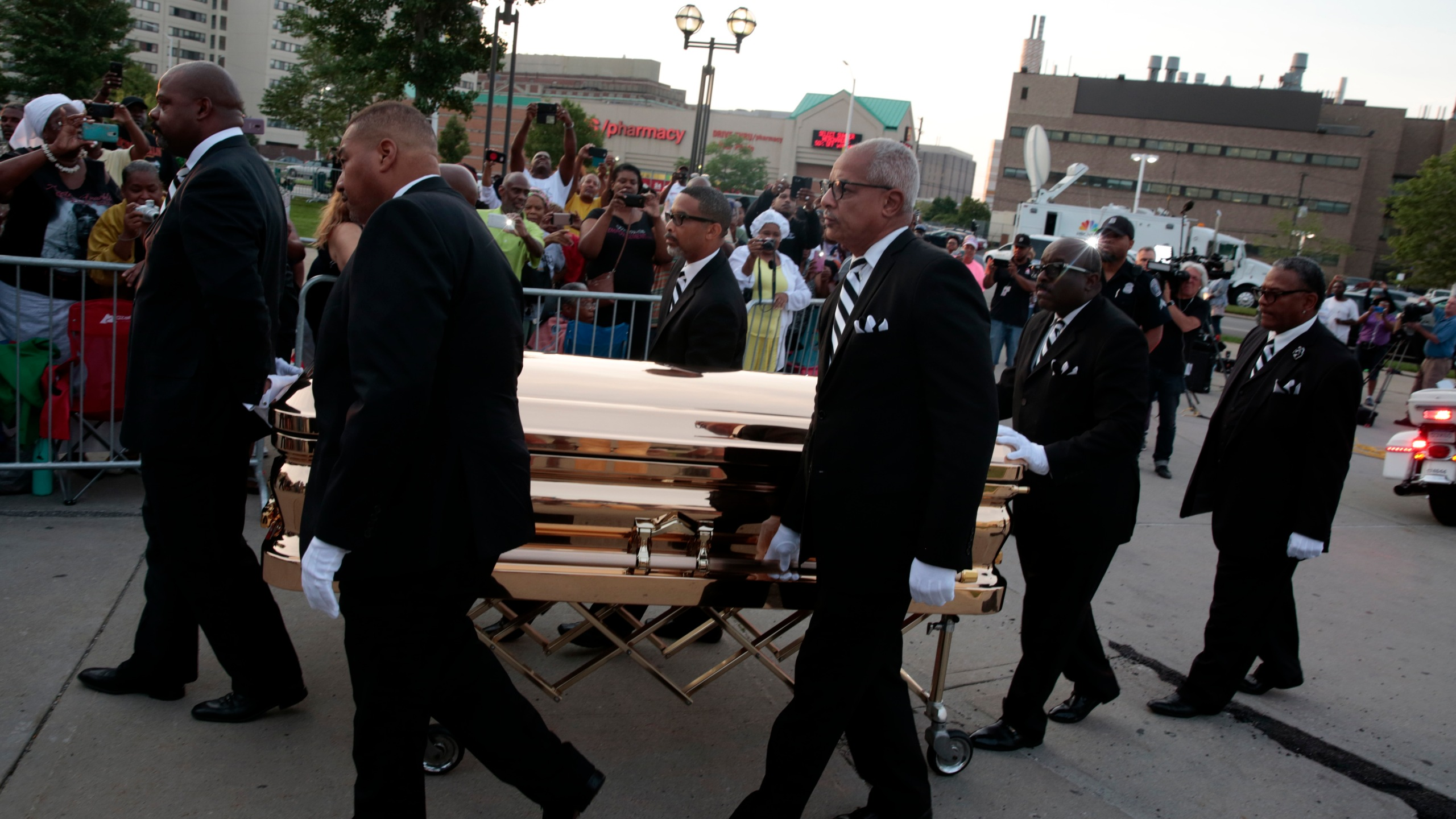 The casket of late Aretha Franklin arrives at the Charles H. Wright Museum of African American History in Detroit for a viewing on Aug. 28, 2018. (Credit: Jeff Kowalsky/ AFP)