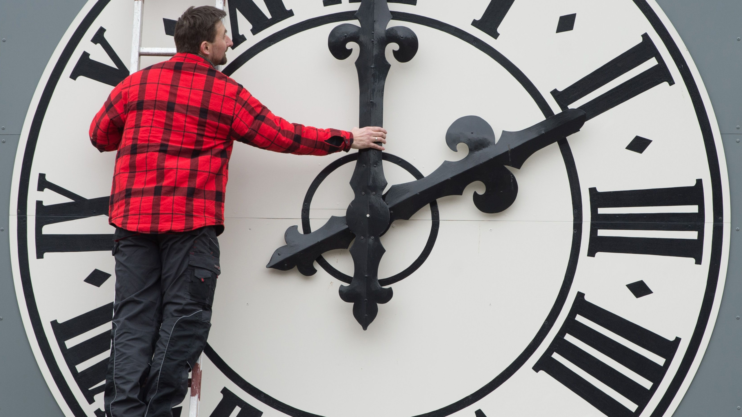 Picture taken on March 23, 2018 shows a technician working on the clock of the Lukaskirche Church in Dresden, eastern Germany. (Credit: SEBASTIAN KAHNERT/AFP/Getty Images)