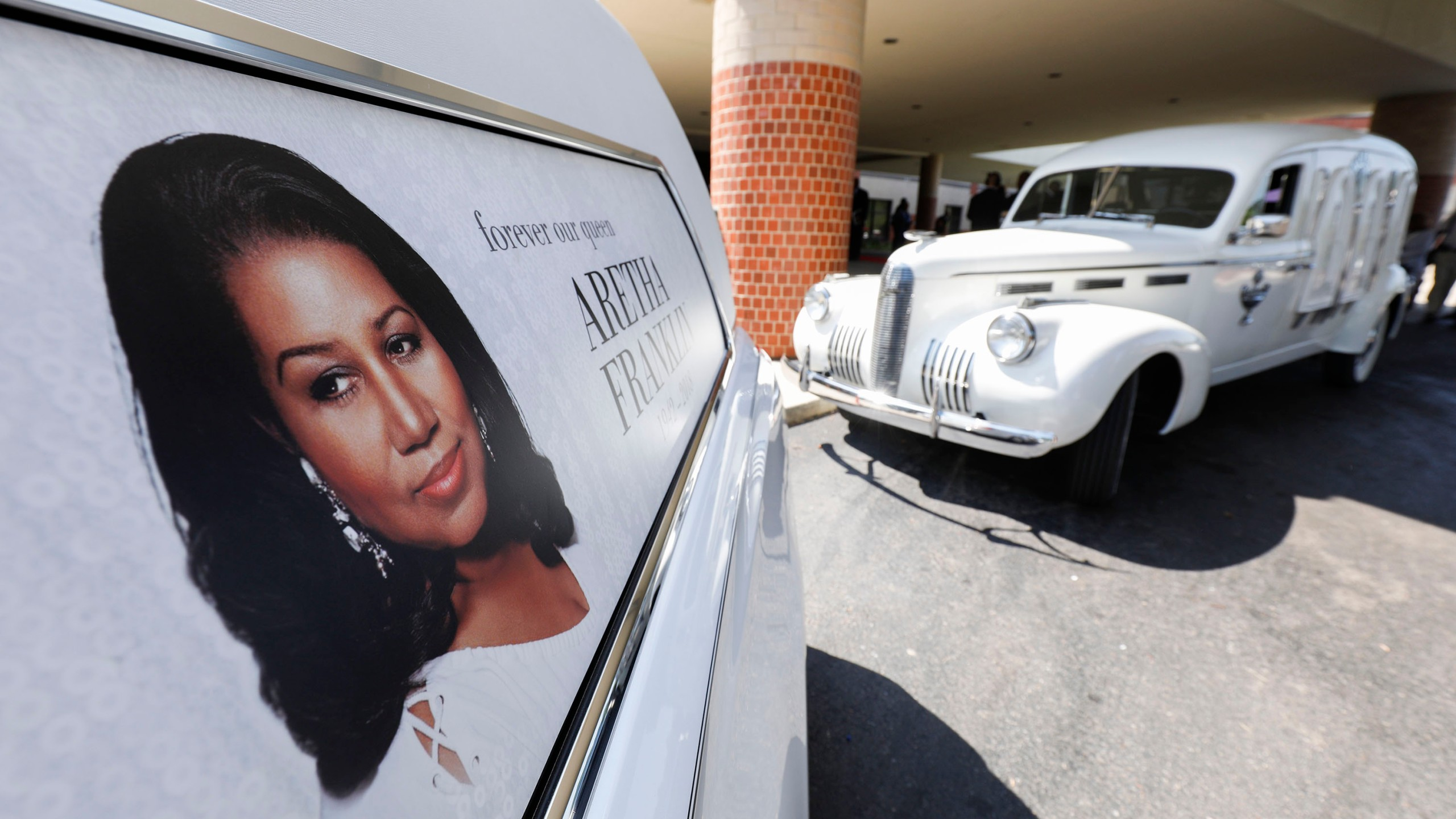 The hearse that carried the remains of soul music icon Aretha Franklin sits outside Greater Grace Temple during her funeral on Aug.31, 2018 in Detroit, Michigan. (Credit: Bill Pugliano/Getty Images)
