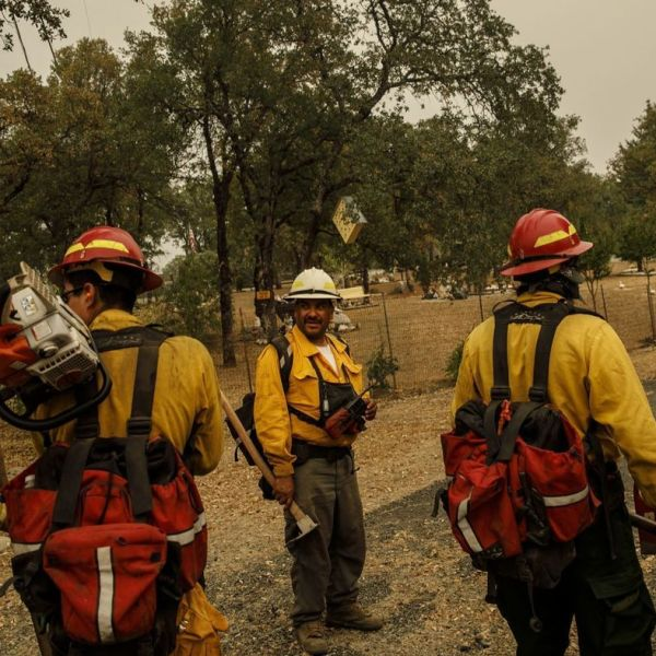 Frederico Rocha Sr., center, leads his firefighters as they mop up hot spots near homes in Redding, Calif., on July 30, 2018. (Credit: Marcus Yam / Los Angeles Times)