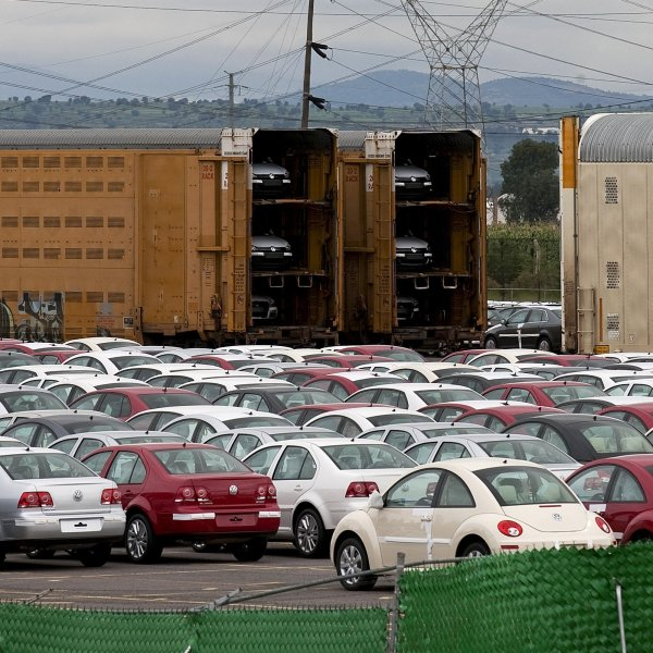 Volkswagen builds hundreds of thousands of cars at its factory in Puebla, Mexico, seen in an undated photo. (Credit: Bloomberg / Getty Images via CNN)