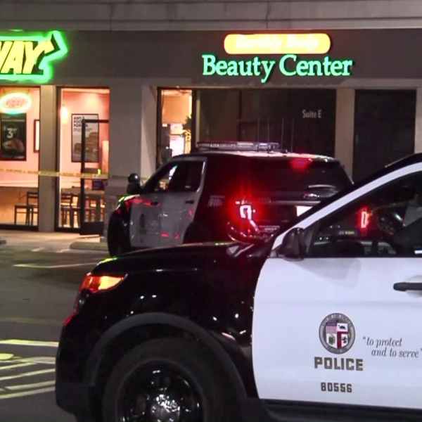 Authorities investigate a robbery at a Subway restaurant on Aug. 3, 2018. (Credit: KTLA)