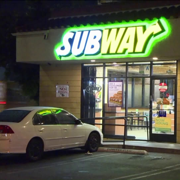 Authorities respond to a robbery at a South Los Angeles Subway restaurant on Sug. 22, 2018. (Credit: Loudlabs)