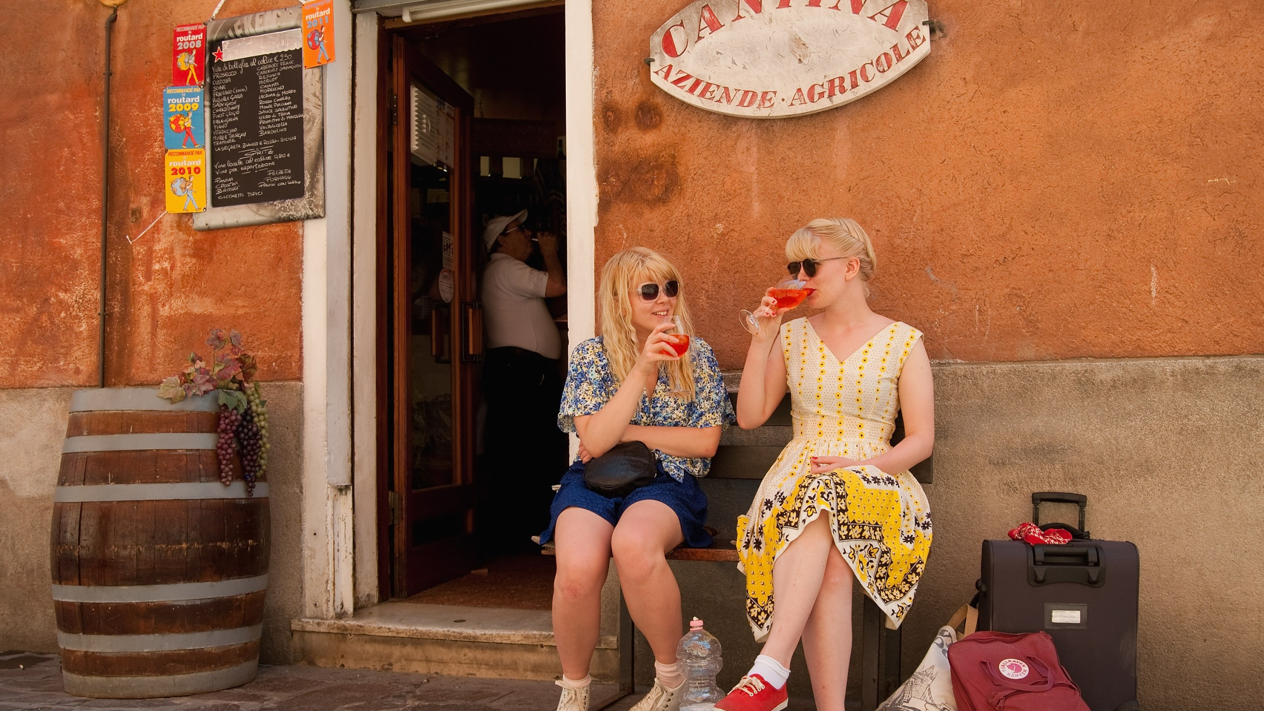 Two tourists enjoy a drink on June 17, 2011 in Venice, Italy. (Credit: Marco Secchi/Getty Images)