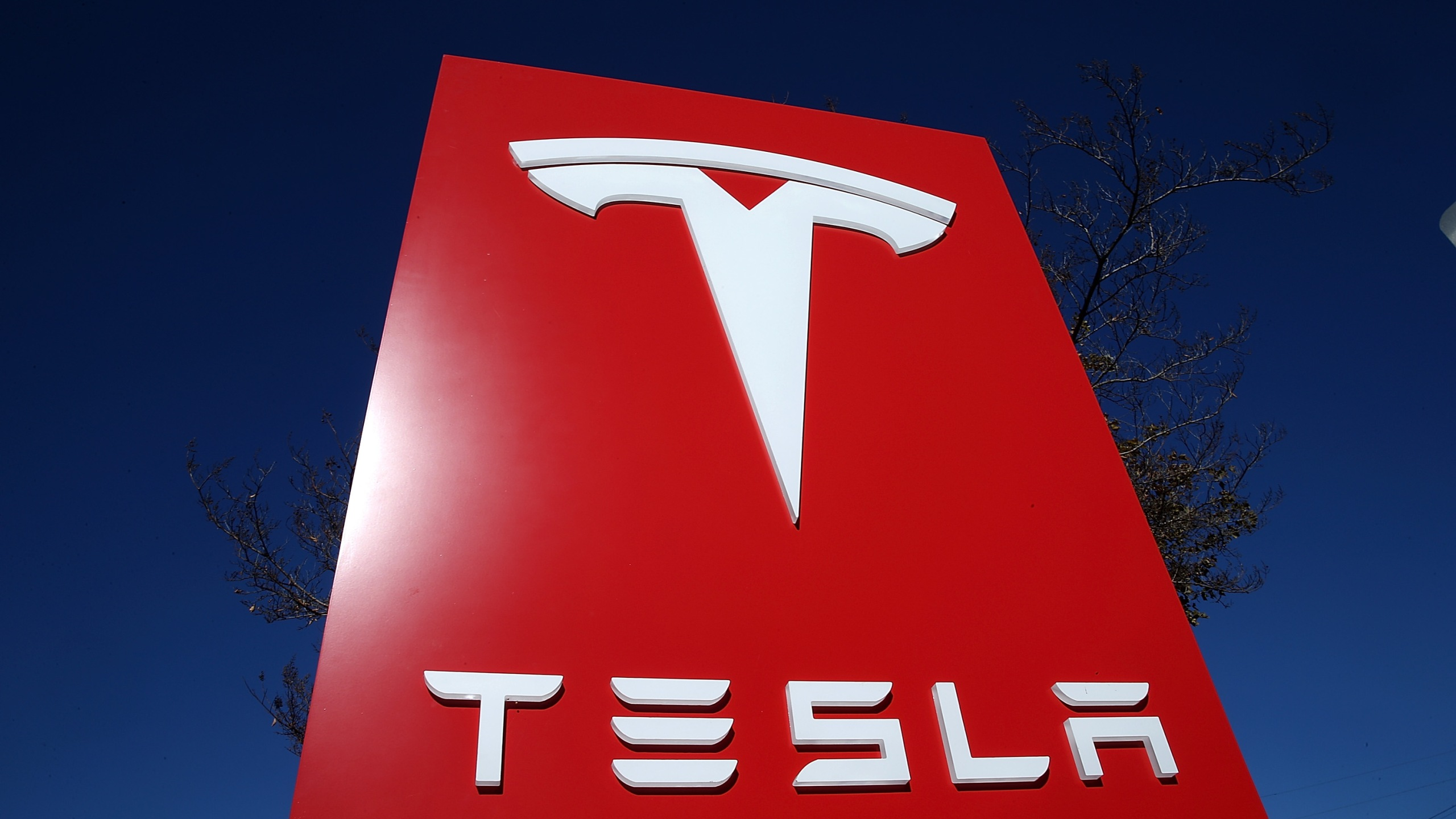 A sign is posted at a Tesla showroom on Nov. 5, 2013 in Palo Alto. (Credit: Justin Sullivan/Getty Images)