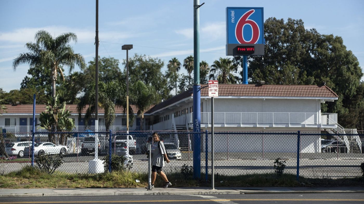 An undated photo shows a motel in North Hills that a developer sought to convert into homeless housing, but the plan fell through. (Credit: Brian van der Brug / Los Angeles Times)