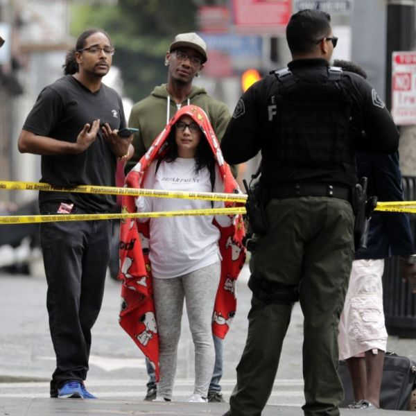 More than 60 occupants were removed from an abandoned Hollywood building on Sept. 12, 2018. (Credit: Irfan Khan / Los Angeles Times)
