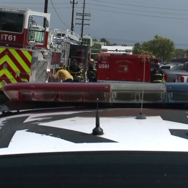 Police and fire officials respond to a fatal machinery accident in Santa Ana on Sept. 20, 2018. (Credit: KTLA)