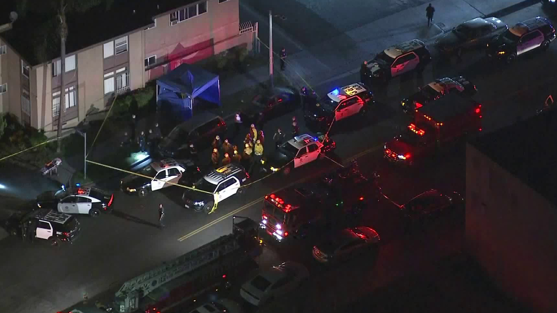 There was a large public safety response as authorities investigated the scene of a fatal shooting in Baldwin Hills on Oct. 23, 2018. (Credit: KTLA)