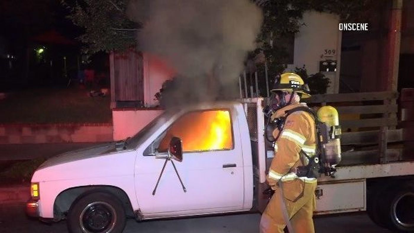 Firefighters respond to a vehicle fire in Huntington Beach on Oct. 1, 2018. (Credit: OnScene.TV)