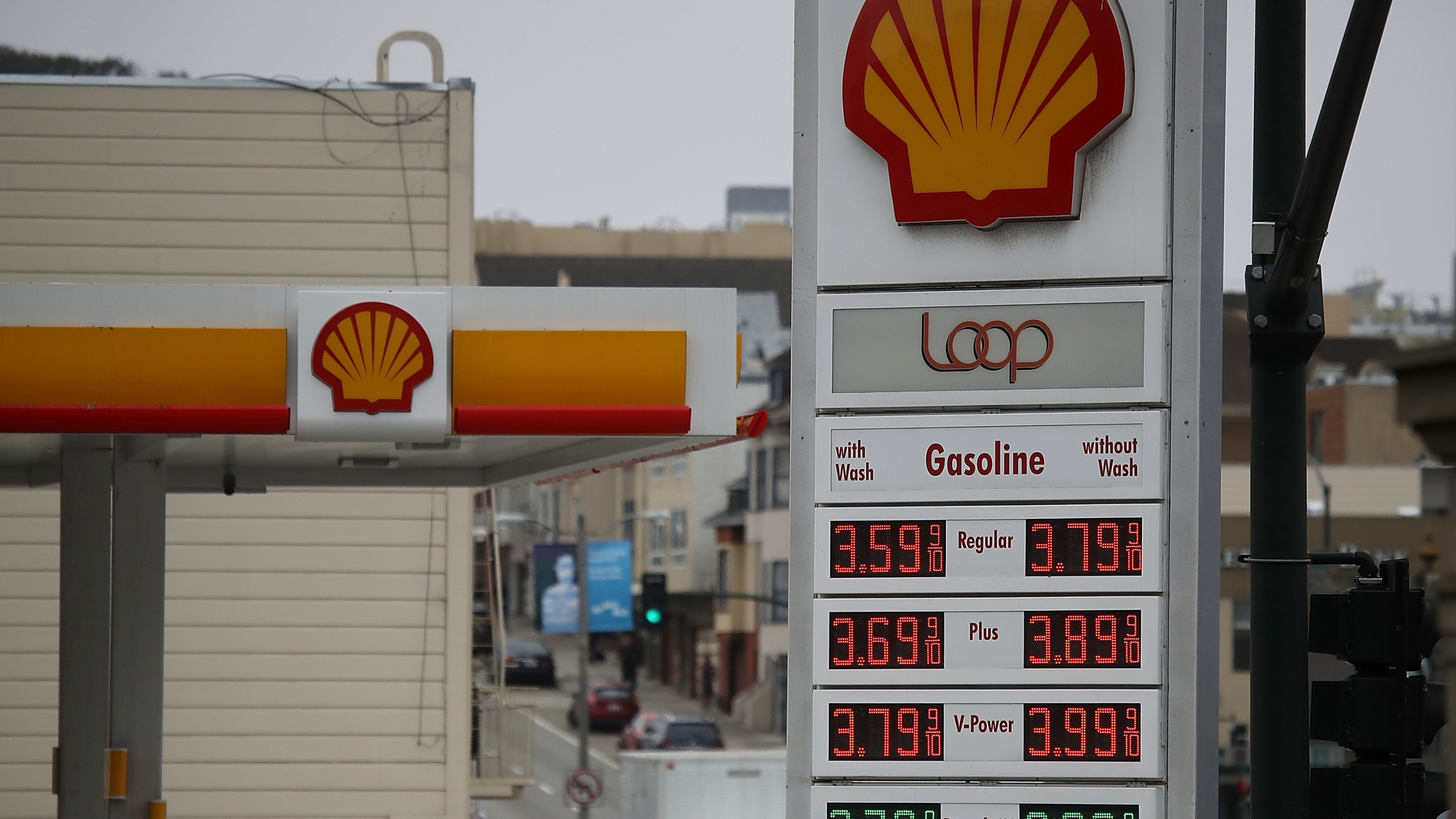 A Shell gas station is seen on July 26, 2018, in San Francisco. (Credit: Justin Sullivan/Getty Images)