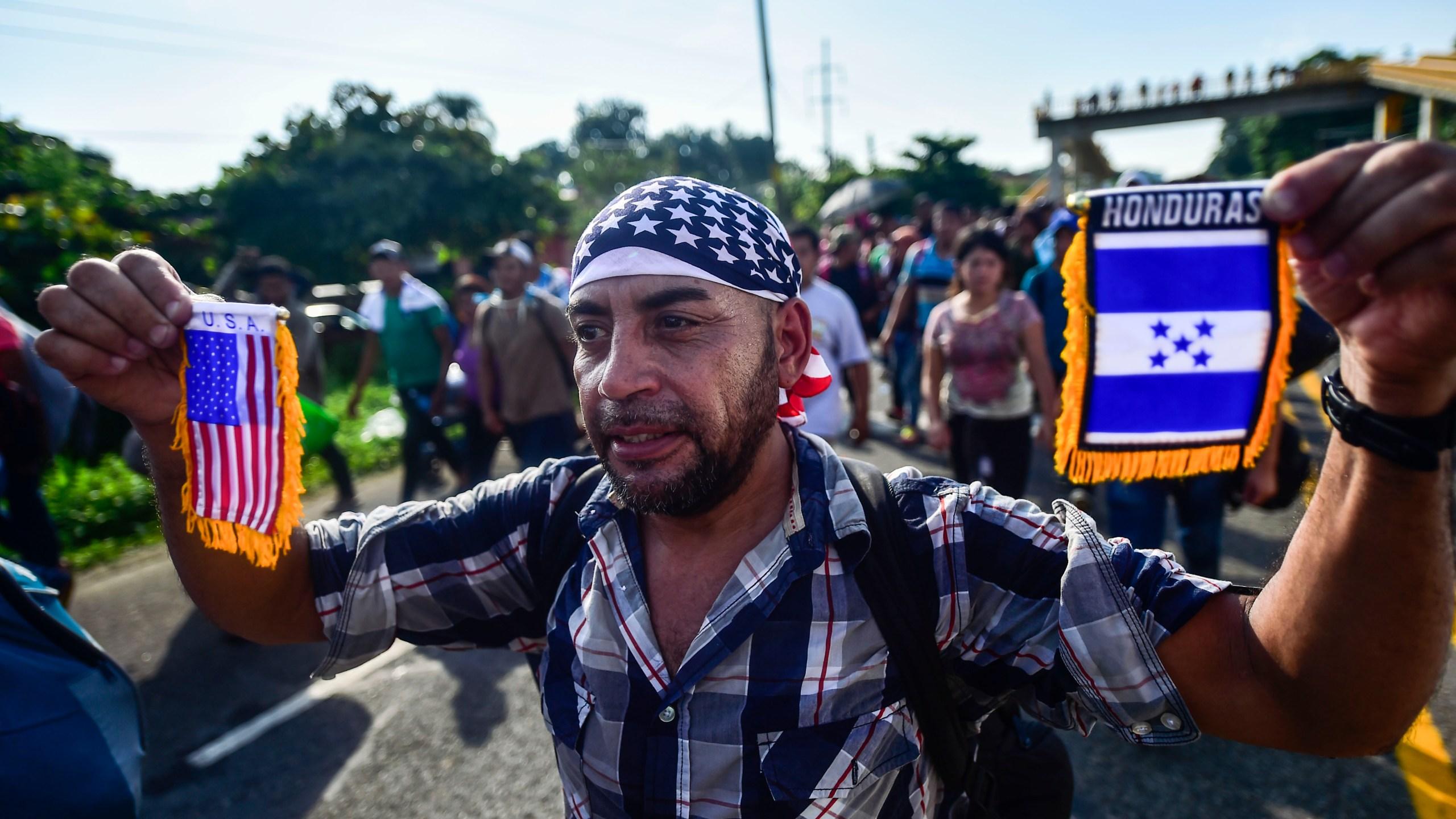 Nearly 1,000 Honduran Migrants Start Journey to U.S