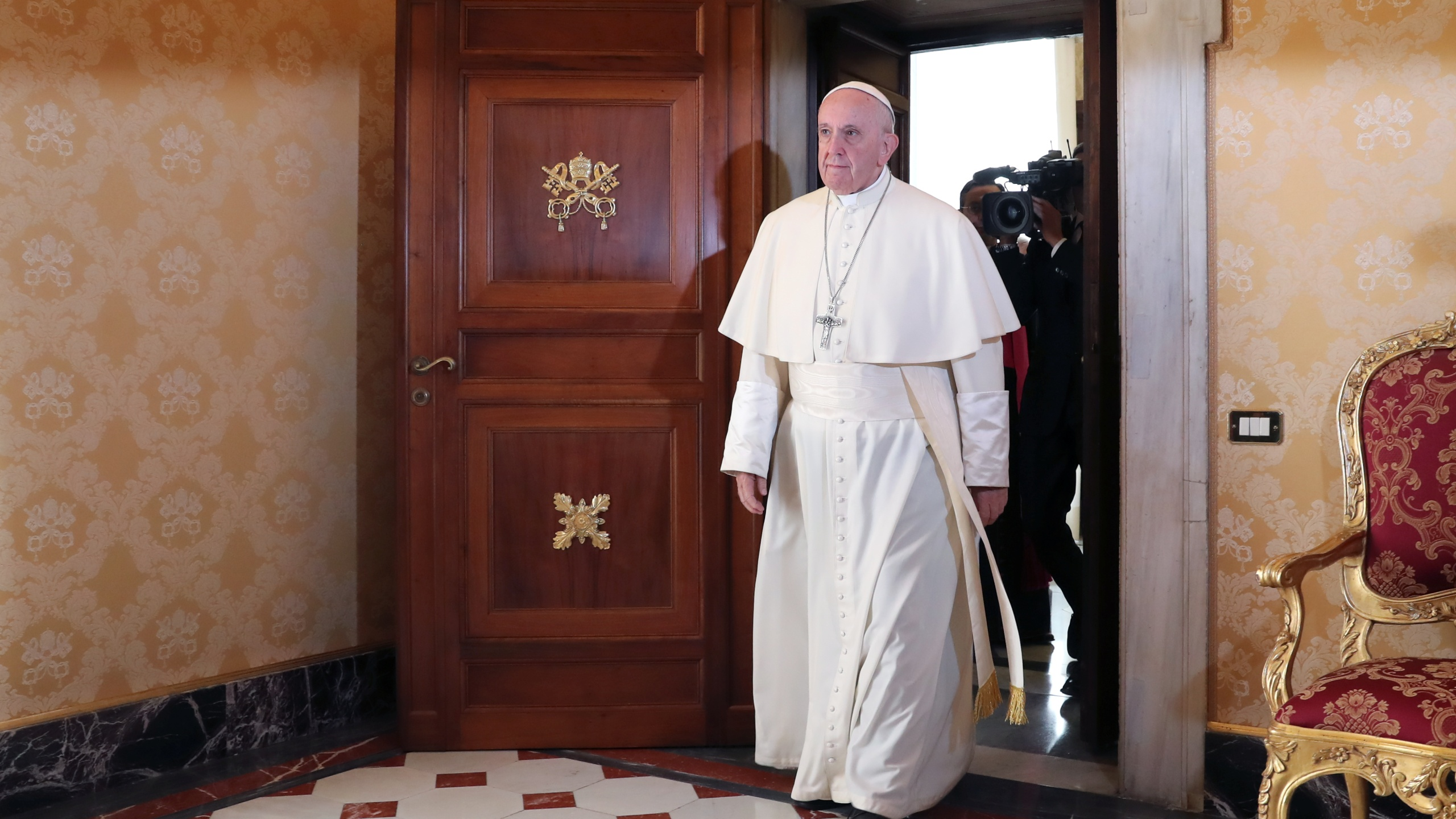 Pope Francis arrives for a private audience with Colombia's President at the Vatican on October 22, 2018. (Credit: TONY GENTILE/AFP/Getty Images)