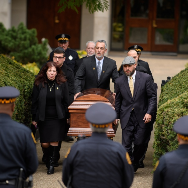 The casket of Irving Younger is led to a hearse outside Rodef Shalom Temple in Pittsburgh following his funeral on Oct. 31, 2018. (Credit: Jeff Swensen / Getty Images)