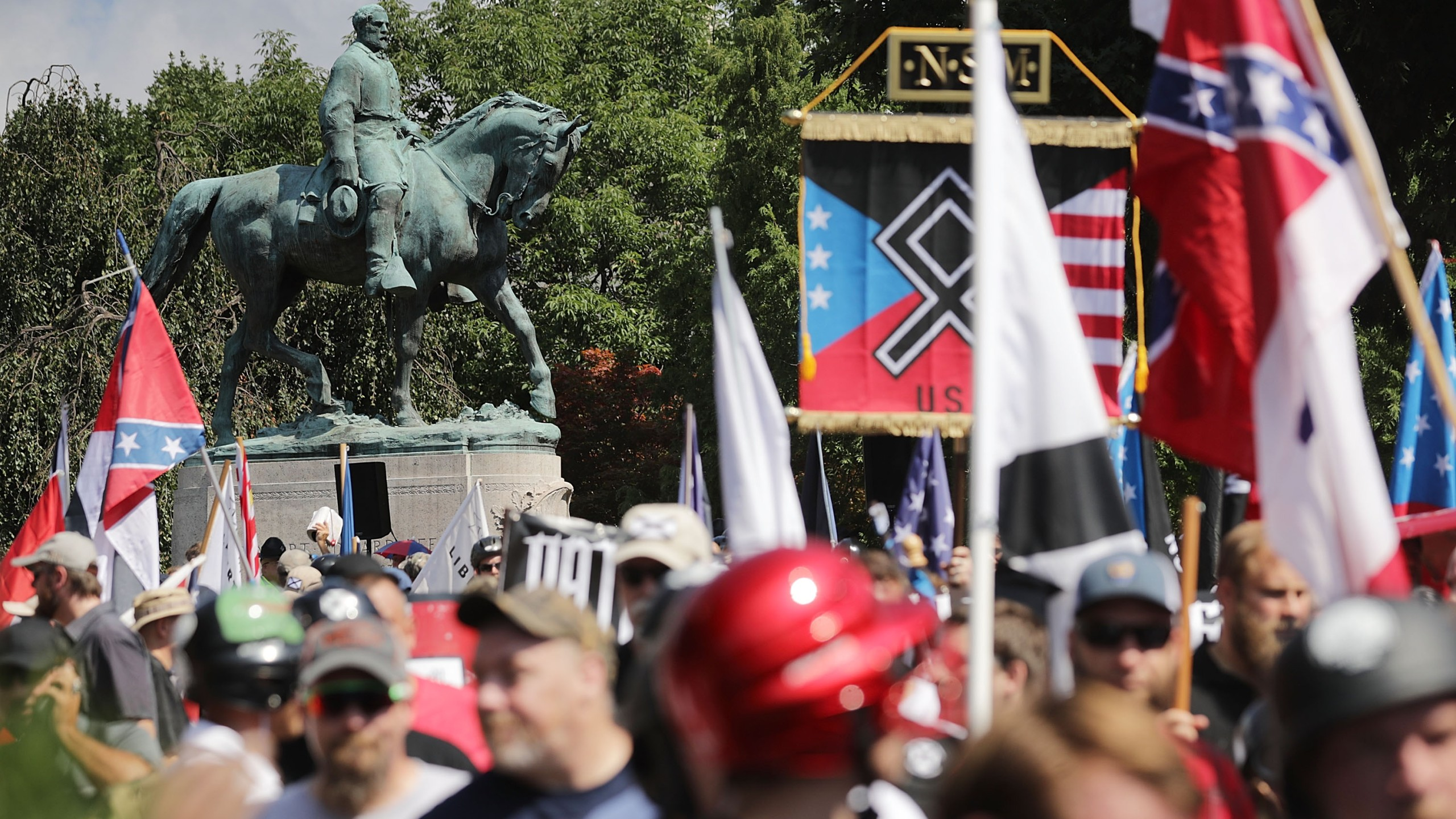"The statue of Confederate General Robert E. Lee stands behind a crowd of hundreds of white nationalists, neo-Nazis and members of the ""alt-right"" during the ""Unite the Right"" rally on Aug. 12, 2017 in Charlottesville, Virginia. (Credit: Chip Somodevilla/Getty Images)"