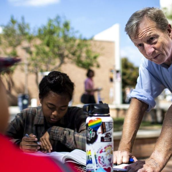 Tom Steyer, right, talks with students at Cal State Fullerton about voting in the Nov. 6, 2018 midterm elections.(Credit: Kent Nishimura / Los Angeles Times)