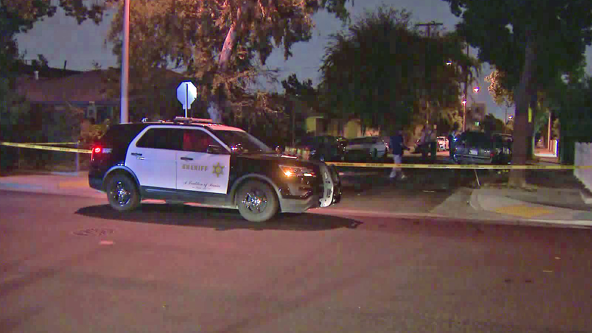 Authorities investigate a fatal shooting in Maywood on Oct. 5, 2018. (Credit: KTLA)
