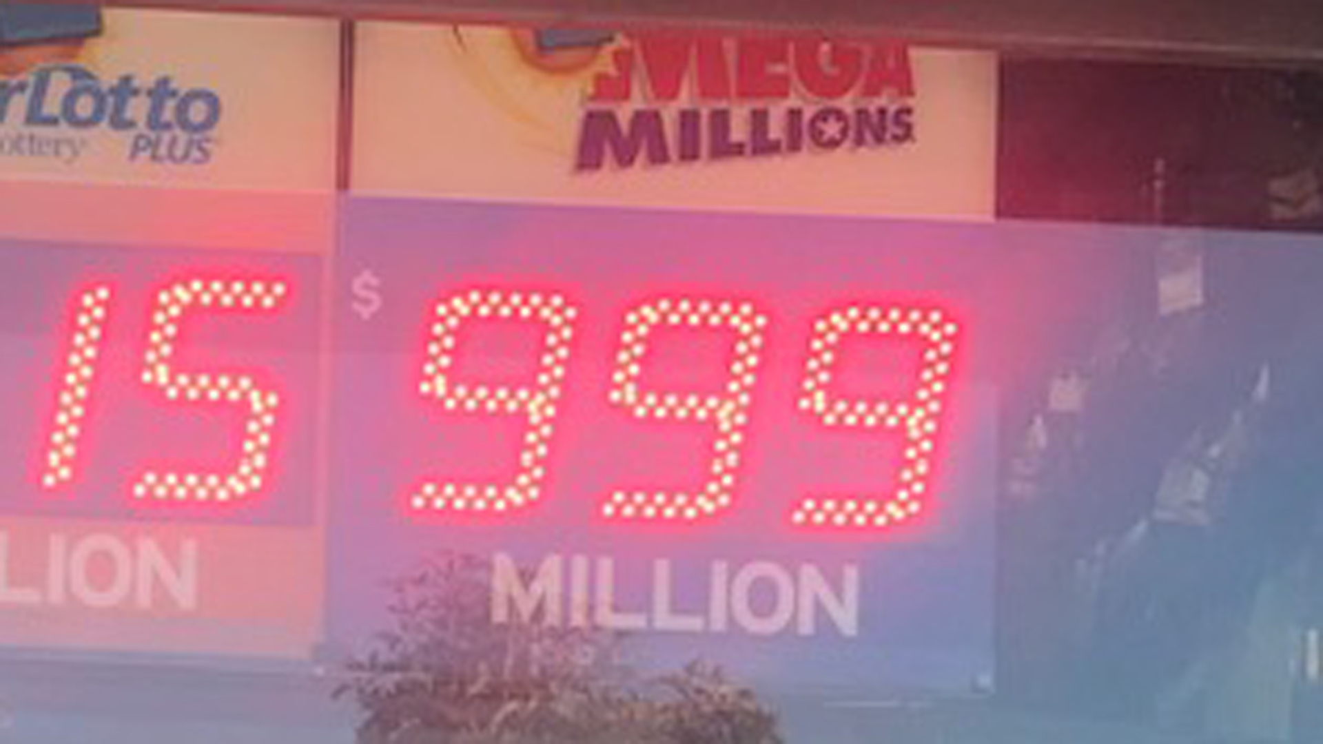 The Mega Millions jackpot climbed to $1 billion on Oct. 19, 2018 -- though the sign only goes to $999 million. (Credit: Erin Myers / KTLA)