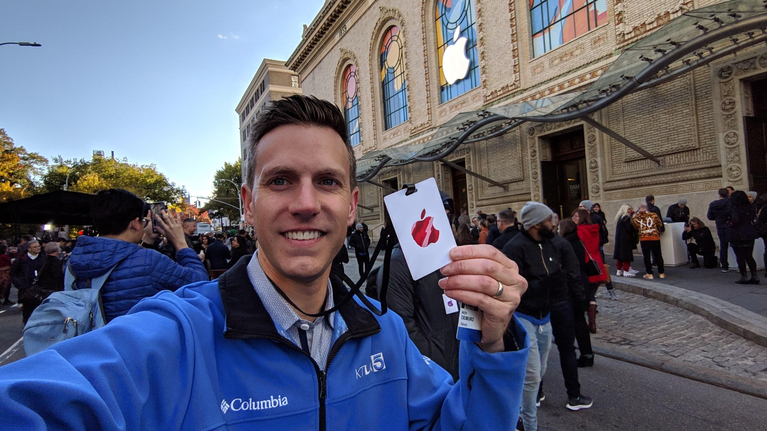 ktla tech reporter rich demuro holds apple badge at ipad event in brooklyn new york