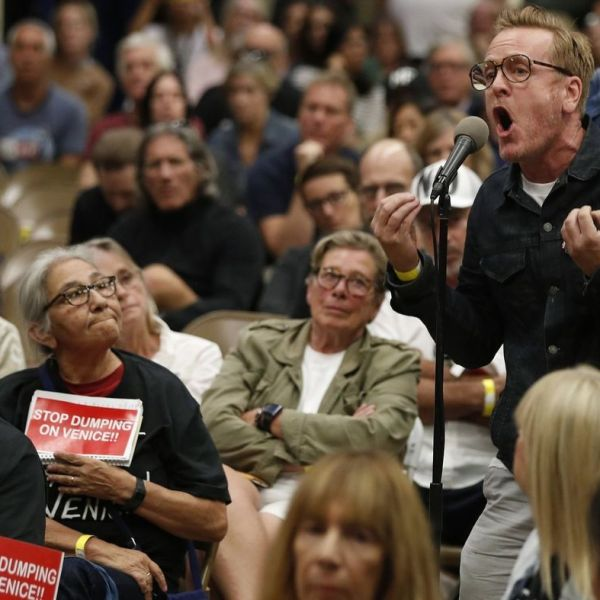 Anthony Wells, a 30-year Venice resident, voices his opposition to a planned homeless shelter during a town hall meeting Oct. 17, 2018. (Credit: Mel Melcon / Los Angeles Times)