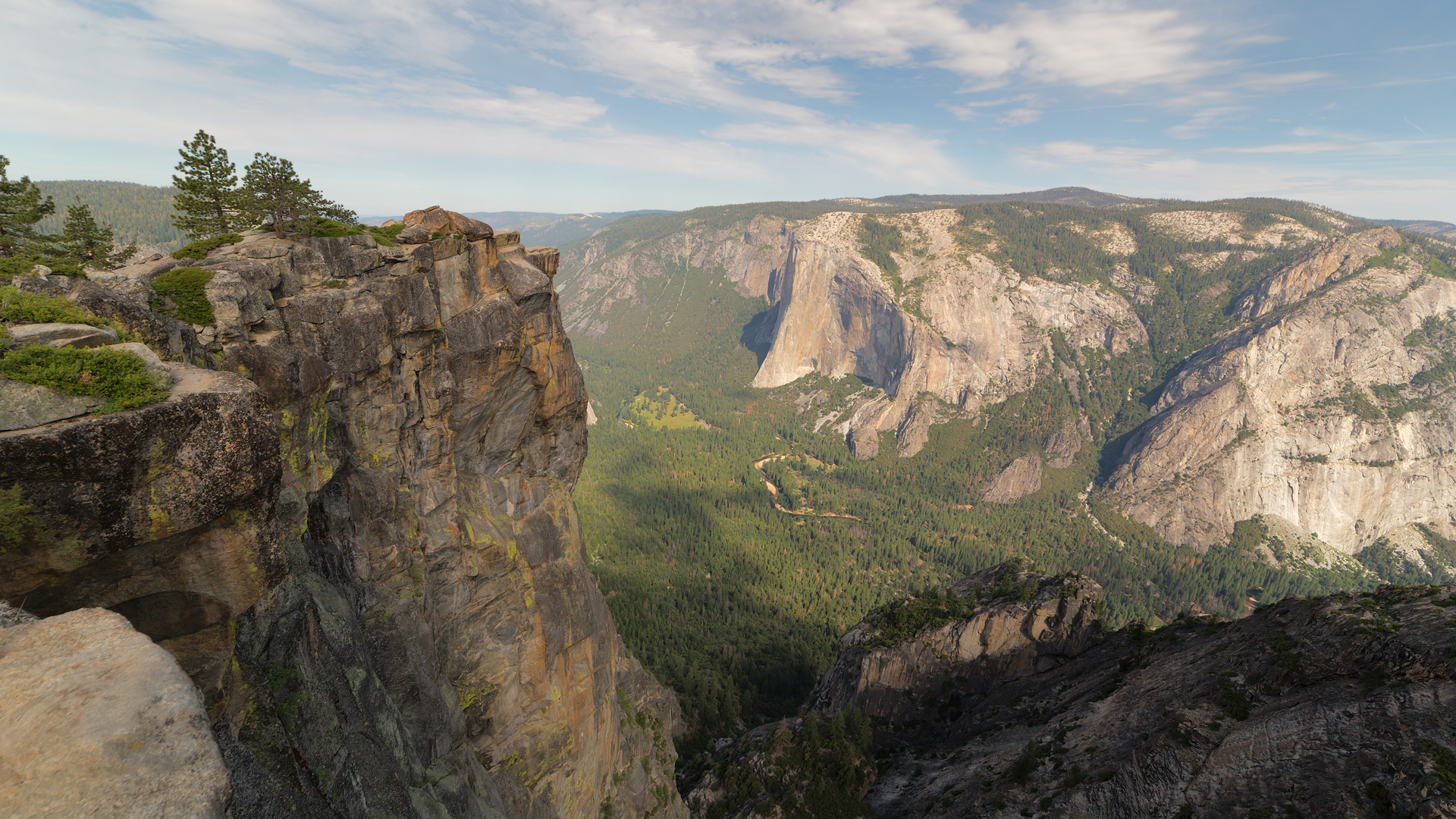 View from above on Yosemite valley from Taft Point. Sierra Nevada mountains, Yosemite National Park. (Credit: iStock / Getty Images Plus)
