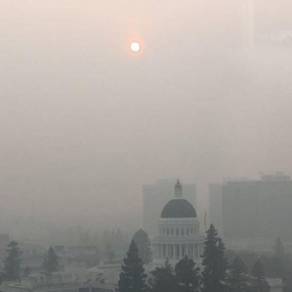 Smoke fills the sky above Sacramento. (Credit: John Myers / Los Angeles Times)
