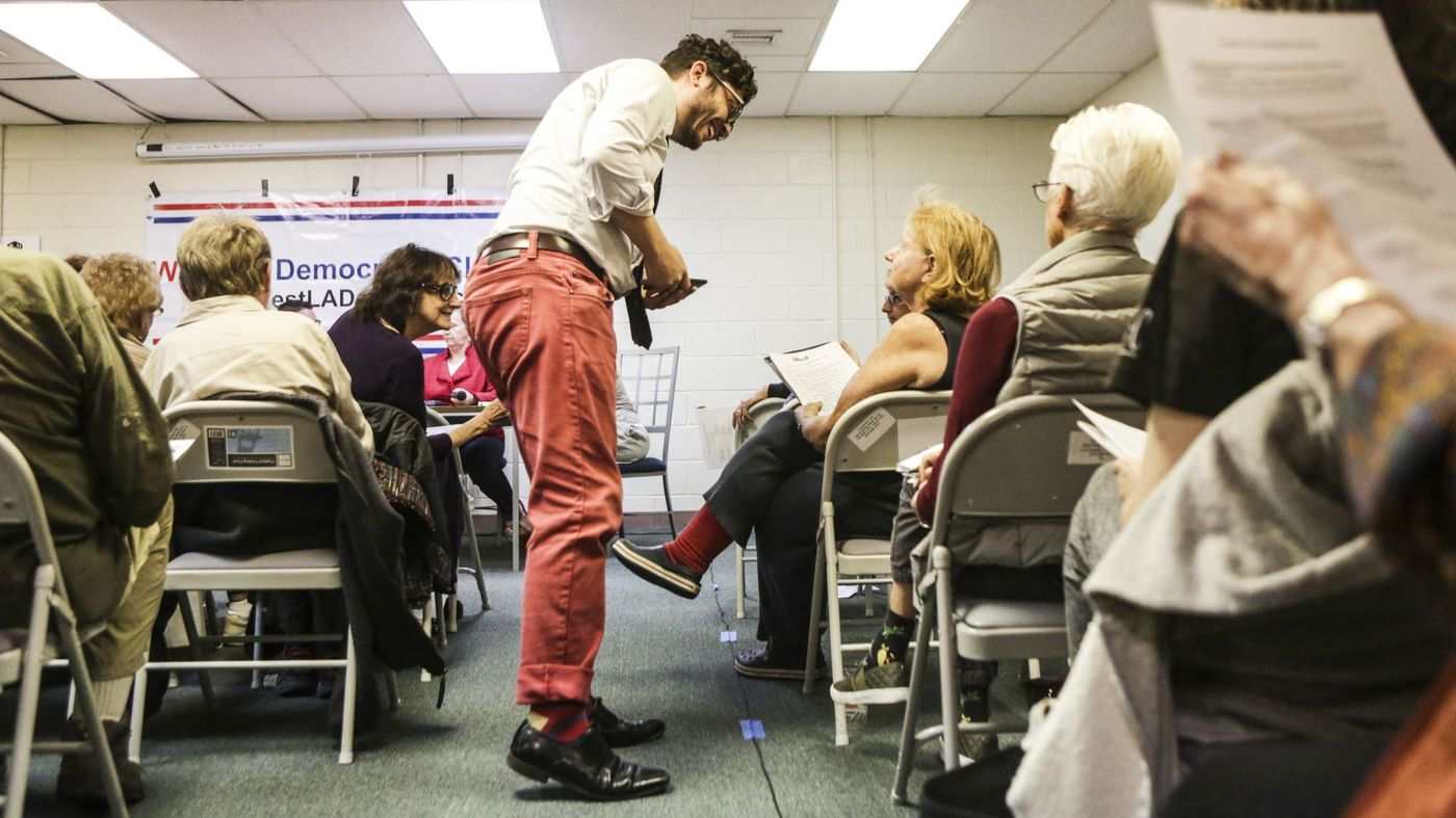 David Jette, left, speaks to Shelly Rose at a West L.A. Democratic Club meeting about whether to nudge along the budding movement to create a public bank owned by the city in this undated photo. (Credit: Maria Alejandra Cardona / Los Angeles Times)